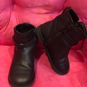 GAP Shoes - Black booties